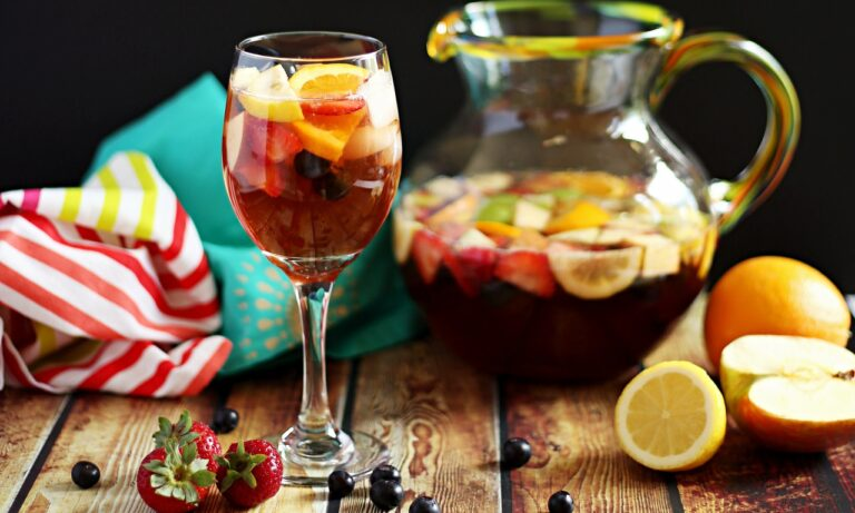 How to Make a Non-Alcoholic Sangria Mocktail