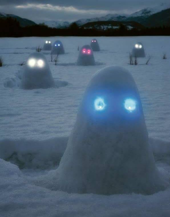 Fun Activities for the Kids to Do in the Snow: Snow Ghosts