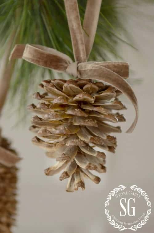 Christmas Pinecone Crafts for Kids and Adults - bleached pine cone ornament #christmas #crafts #diy #pinecones #holidays #xmas #christmascrafts