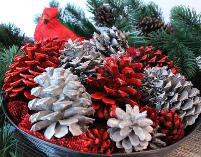 Christmas Pinecone Crafts for Kids and Adults - painted pinecones #christmas #crafts #diy #pinecones #holidays #xmas #christmascrafts