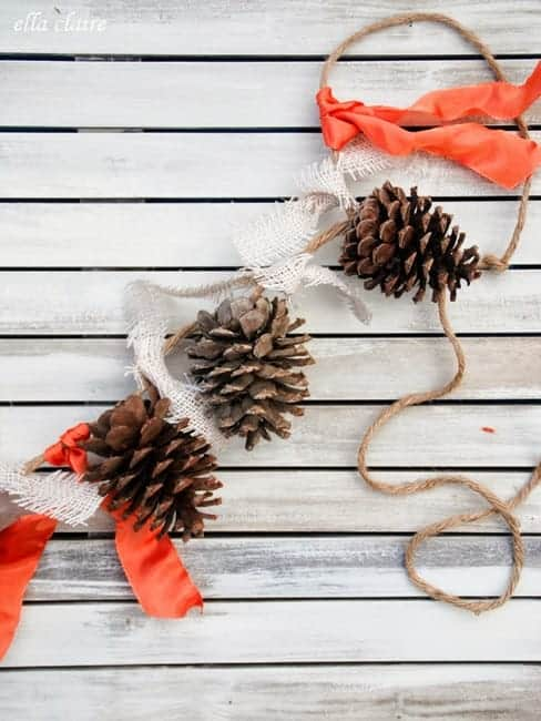 Christmas Pinecone Crafts for Kids and Adults - pinecone garland #christmas #crafts #diy #pinecones #holidays #xmas #christmascrafts
