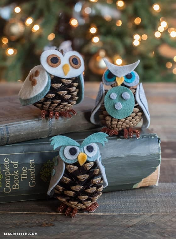 Christmas Pinecone Crafts for Kids and Adults - pinecone owl ornament #christmas #crafts #diy #pinecones #holidays #xmas #christmascrafts