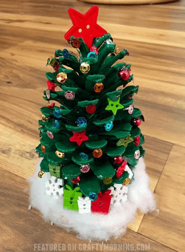 Christmas Pinecone Crafts for Kids and Adults - pinecone Christmas trees #christmas #crafts #diy #pinecones #holidays #xmas #christmascrafts
