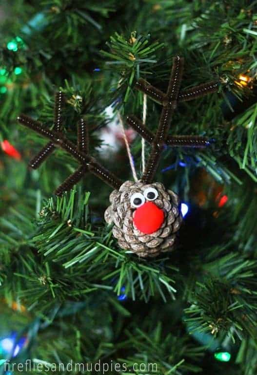 Christmas Pinecone Crafts for Kids and Adults - Rudolph pinecone ornament #christmas #crafts #diy #pinecones #holidays #xmas #christmascrafts