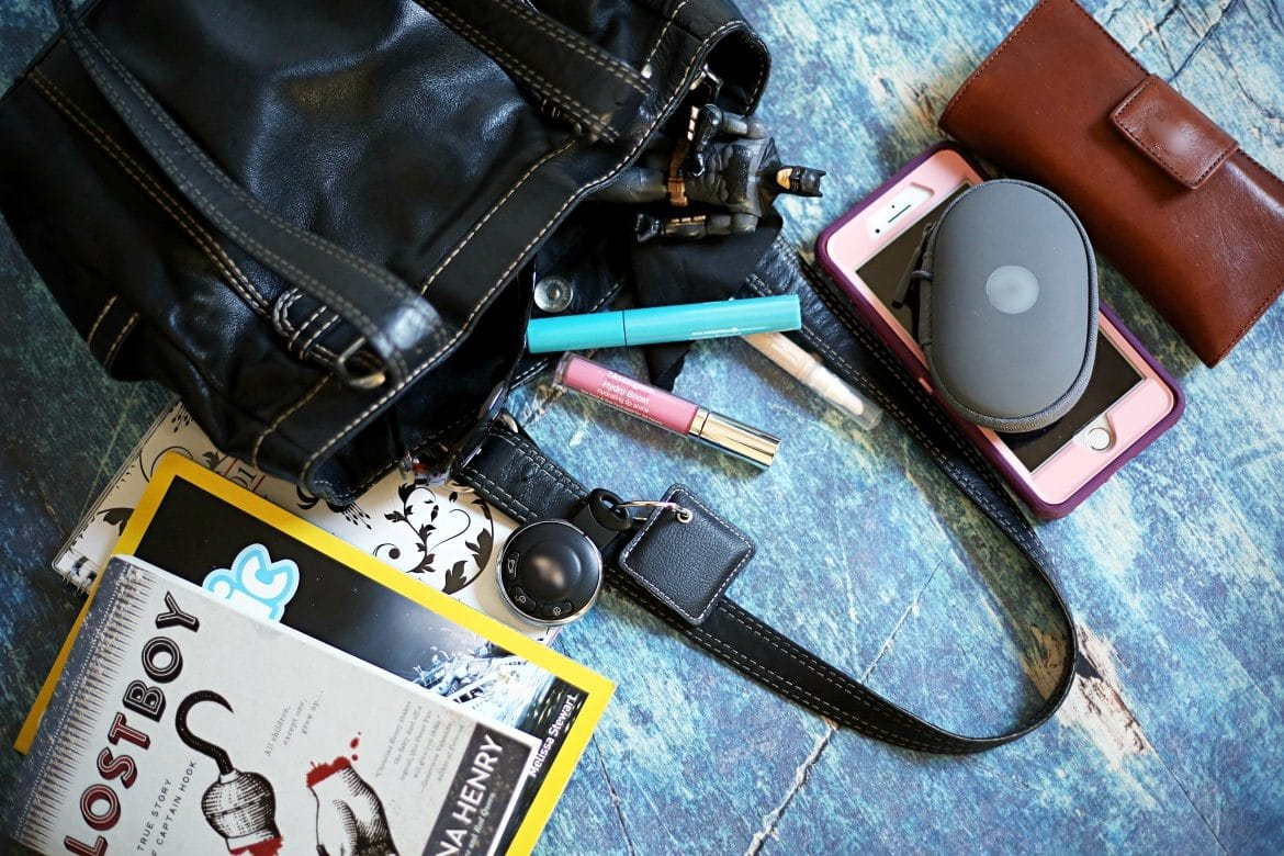 What is in My Purse? The Mom Edition #NeuYearNeuYou #Walmart #ad @Neutrogena